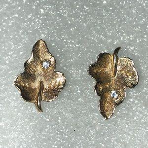 Vintage Avon leaf earrings